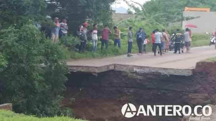 Jalan Lingkar Selatan Kota Cilegon ambruk